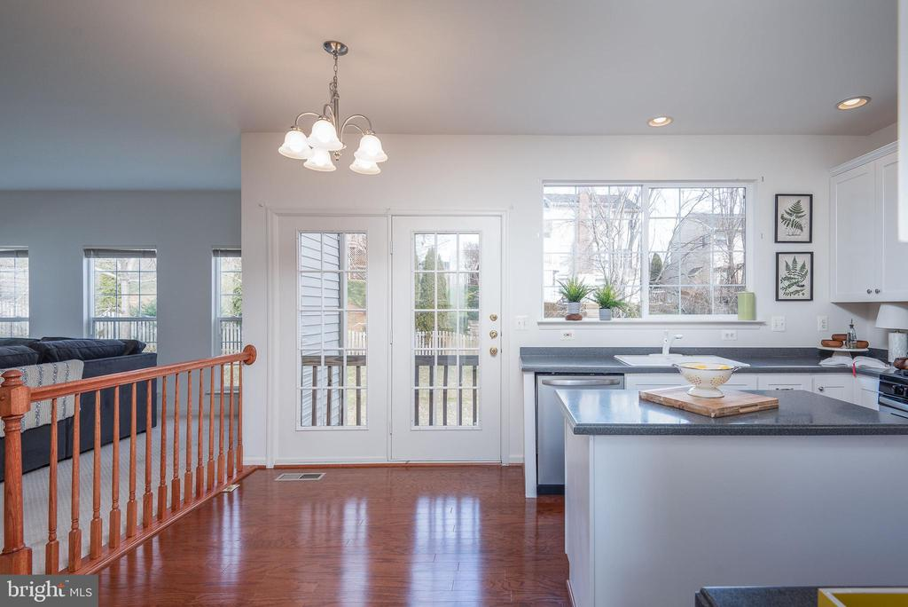 Beautiful Hardwood throughout the main level! - 17 HEATHERBROOK LN, STAFFORD