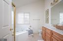 Relax in the comfort tub! - 17 HEATHERBROOK LN, STAFFORD
