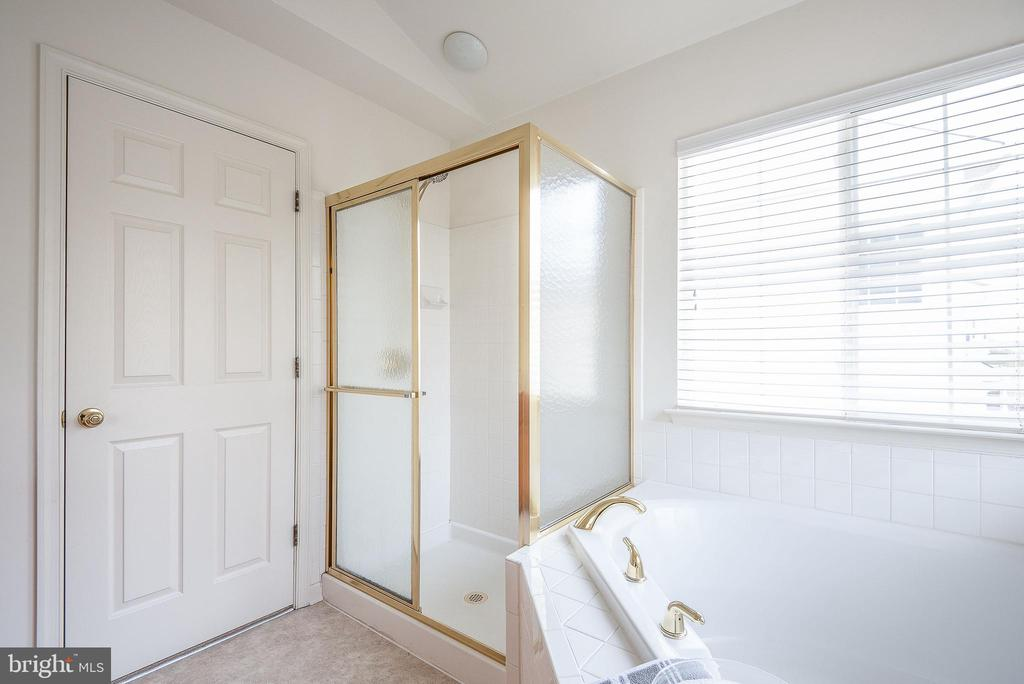Nice size shower with new surround - 17 HEATHERBROOK LN, STAFFORD