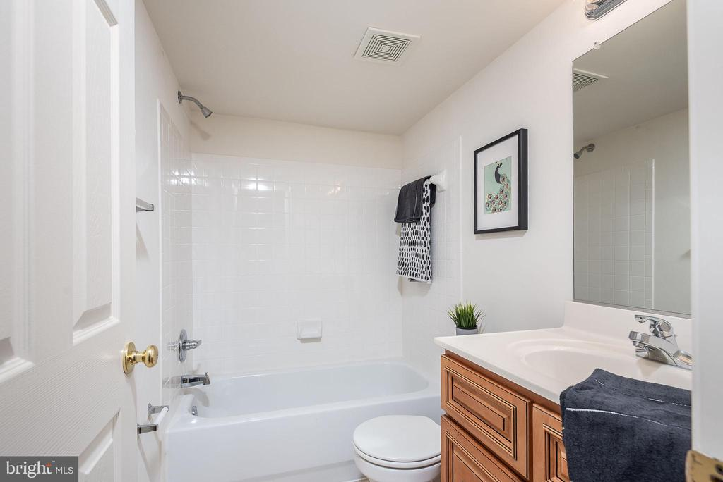 Pefect Lower level full bath for guest ! - 17 HEATHERBROOK LN, STAFFORD