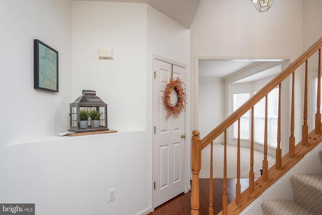 Entry foyer full of little accents - 17 HEATHERBROOK LN, STAFFORD