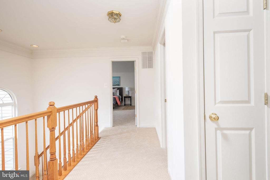 To owner's suite - 17 HEATHERBROOK LN, STAFFORD