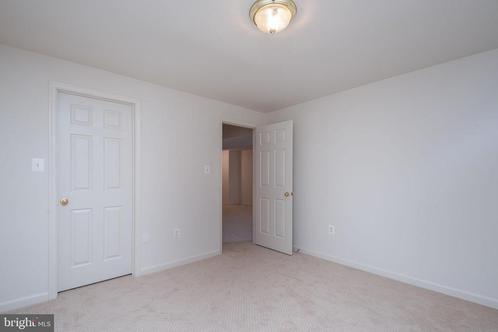 Bedroom #5 or office - New carpet throughout! - 17 HEATHERBROOK LN, STAFFORD