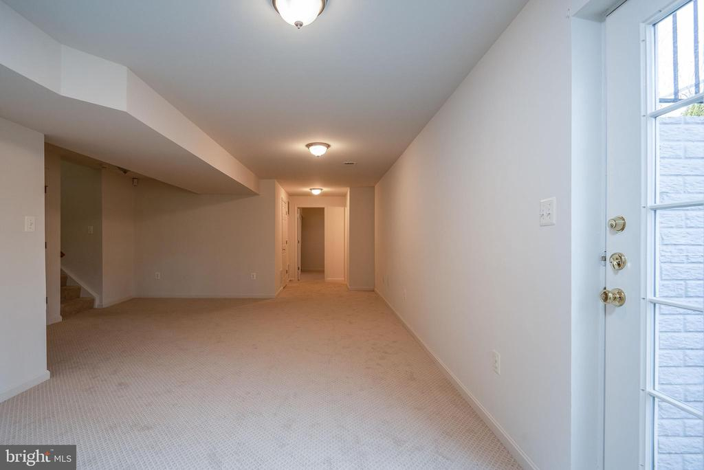 Walk up the lower level exit - 17 HEATHERBROOK LN, STAFFORD