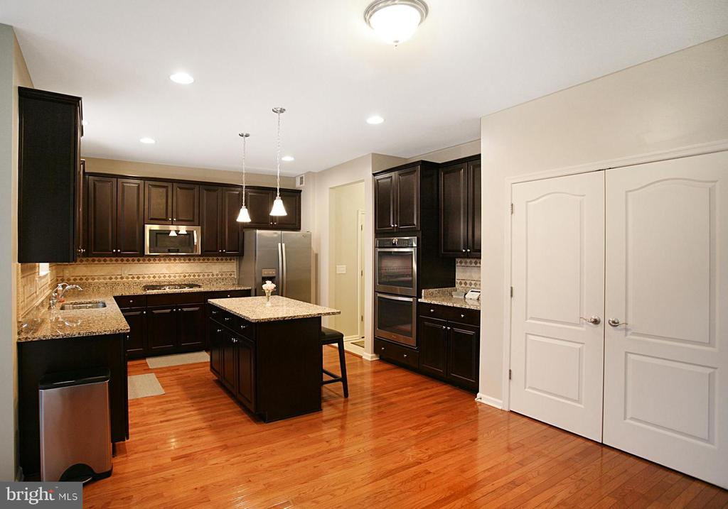 Gas cooktop, double ovens,  and large pantry! - 181 MILL RACE RD, STAFFORD
