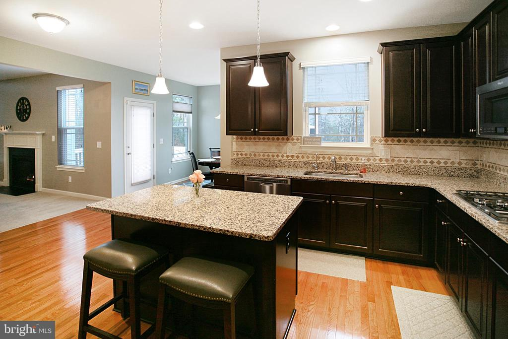 Large open concept kitchen with island - 181 MILL RACE RD, STAFFORD