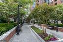 Private Green Space - 1021 N GARFIELD ST #445, ARLINGTON