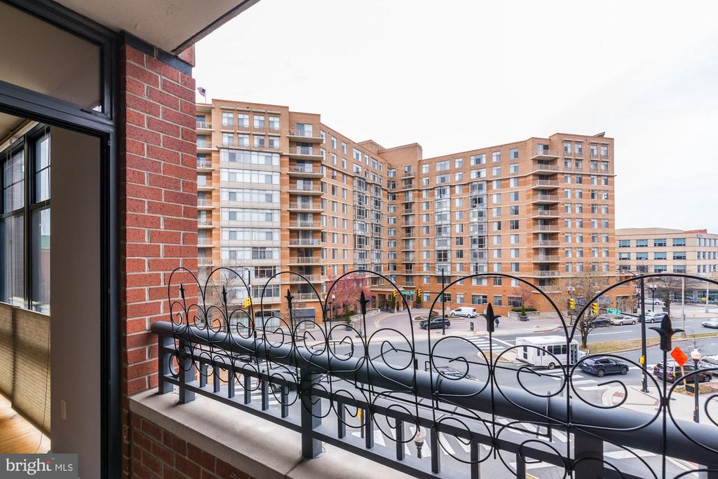 Balcony - 1021 N GARFIELD ST #445, ARLINGTON