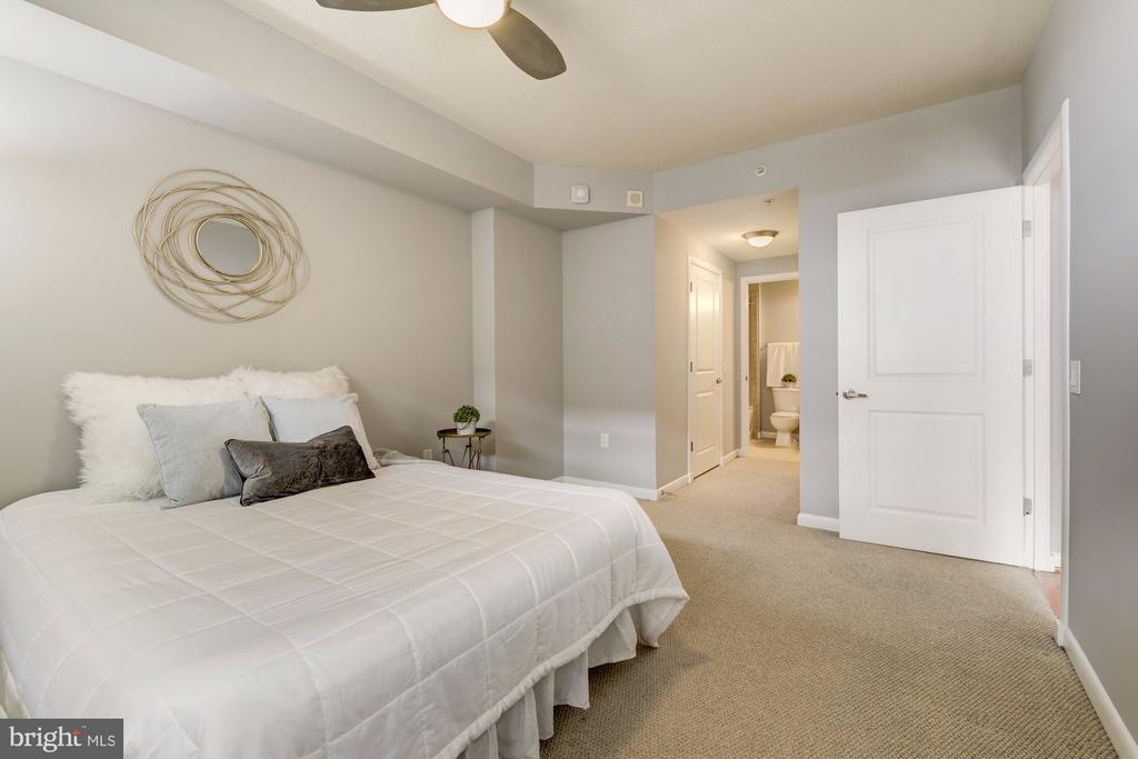 Master Suite - 1021 N GARFIELD ST #445, ARLINGTON
