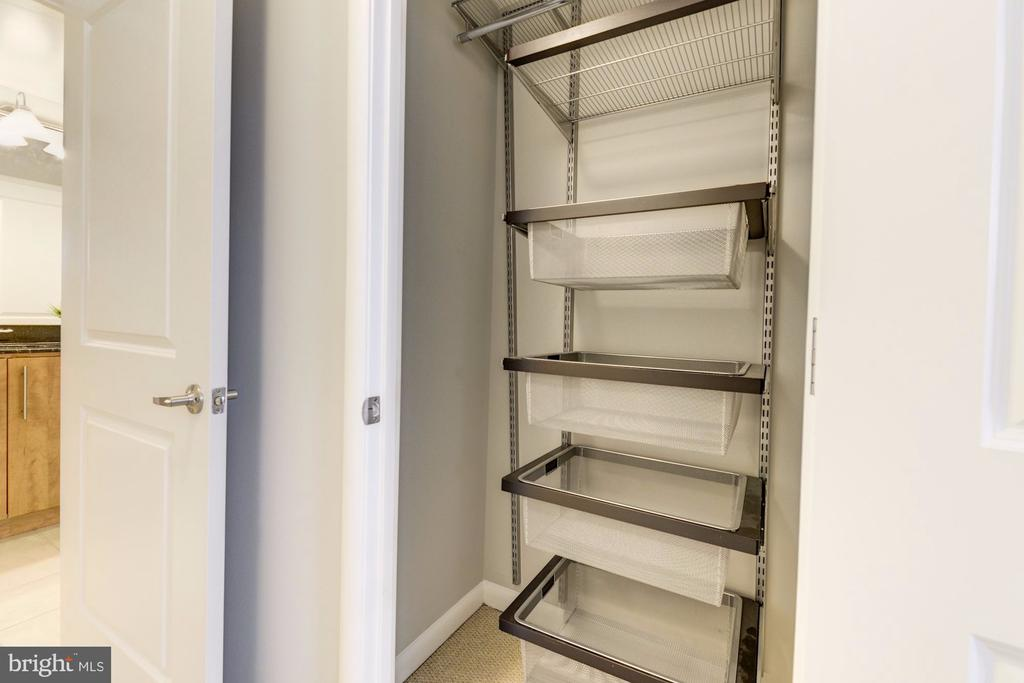 Custom Closets - 1021 N GARFIELD ST #445, ARLINGTON