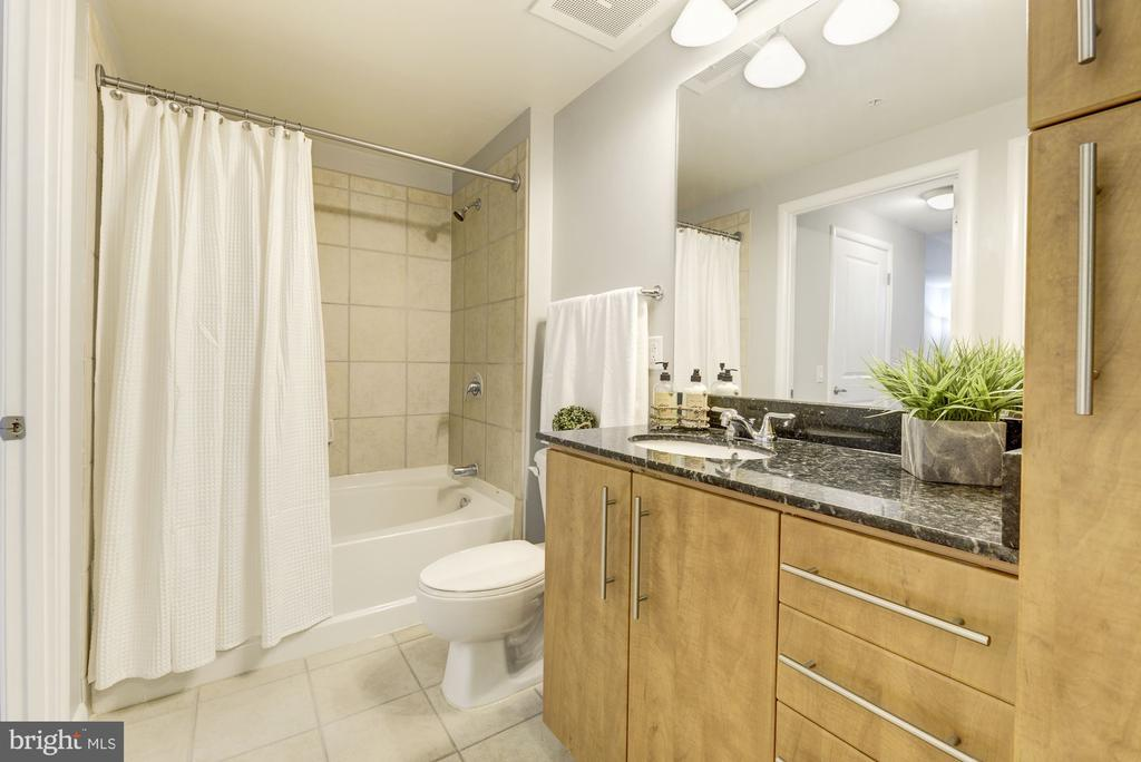 Full Bath - 1021 N GARFIELD ST #445, ARLINGTON