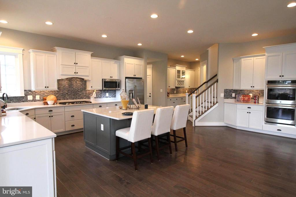 Large open kitchen with tons of space. - 3005 WEBER PL, OAKTON