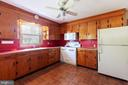Kitchen cabinets are solid wood - 11723 ROBINWOOD DR, HAGERSTOWN