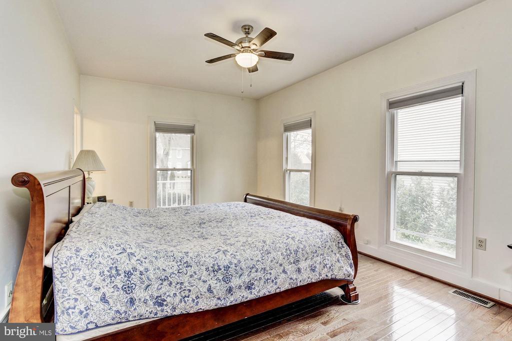 Main Level Owner's Suite - 7896 OAK ST, DUNN LORING