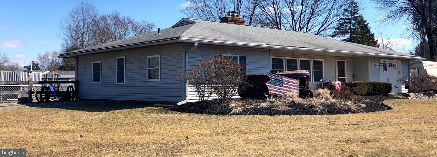 Photo of home for sale at 1271 Almshouse Road, Warminster PA