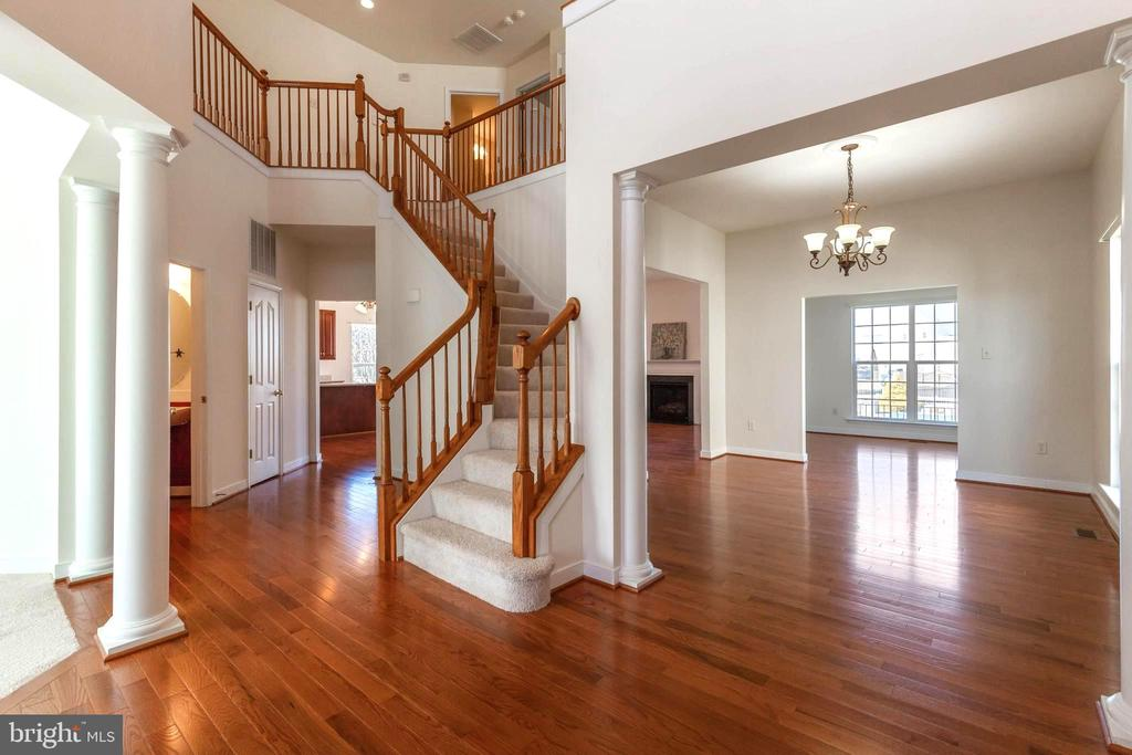 Dramatic 2-story foyer. Look at those floors - 18218 ROCKLAND DR, HAGERSTOWN