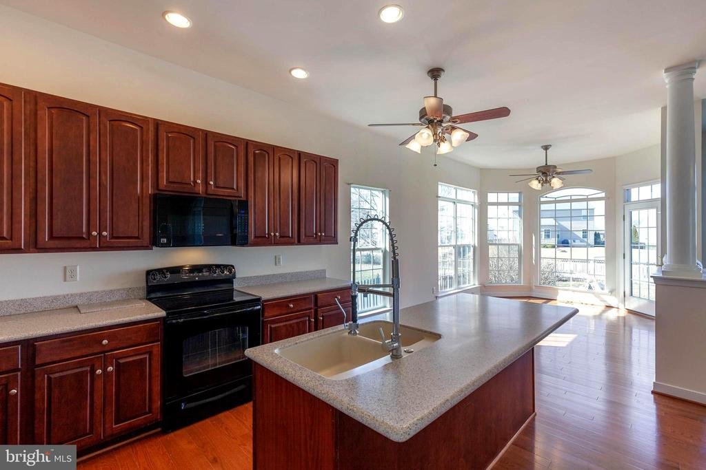 Kitchen & Breakfast noon - 18218 ROCKLAND DR, HAGERSTOWN