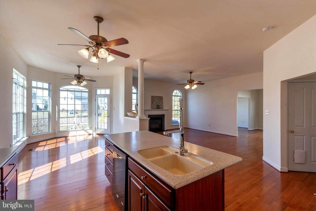 Kitchen island - looking into the Breakfast nook. - 18218 ROCKLAND DR, HAGERSTOWN