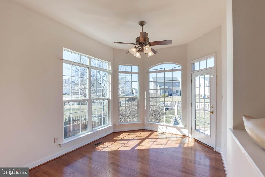 Breakfast nook leads out to back patio & pool - 18218 ROCKLAND DR, HAGERSTOWN