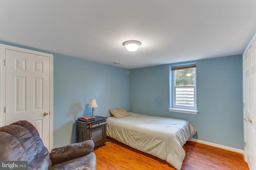 Two additional legal Bedrooms in the lower level - 4800 JENNICHELLE CT, FAIRFAX
