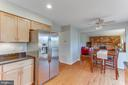 The family room is directly off the kitchen - 4800 JENNICHELLE CT, FAIRFAX