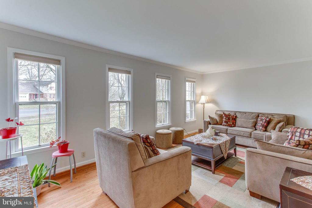 Comfortably set at the front of the home - 4800 JENNICHELLE CT, FAIRFAX