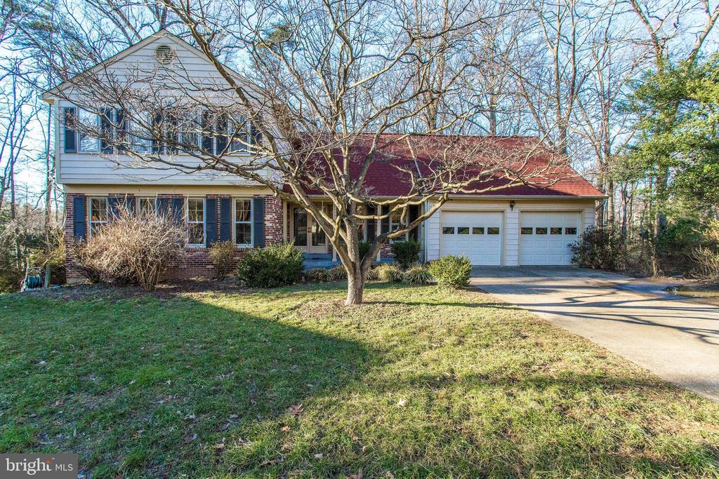 Welcome home to 4800 Jennichelle Ct! - 4800 JENNICHELLE CT, FAIRFAX