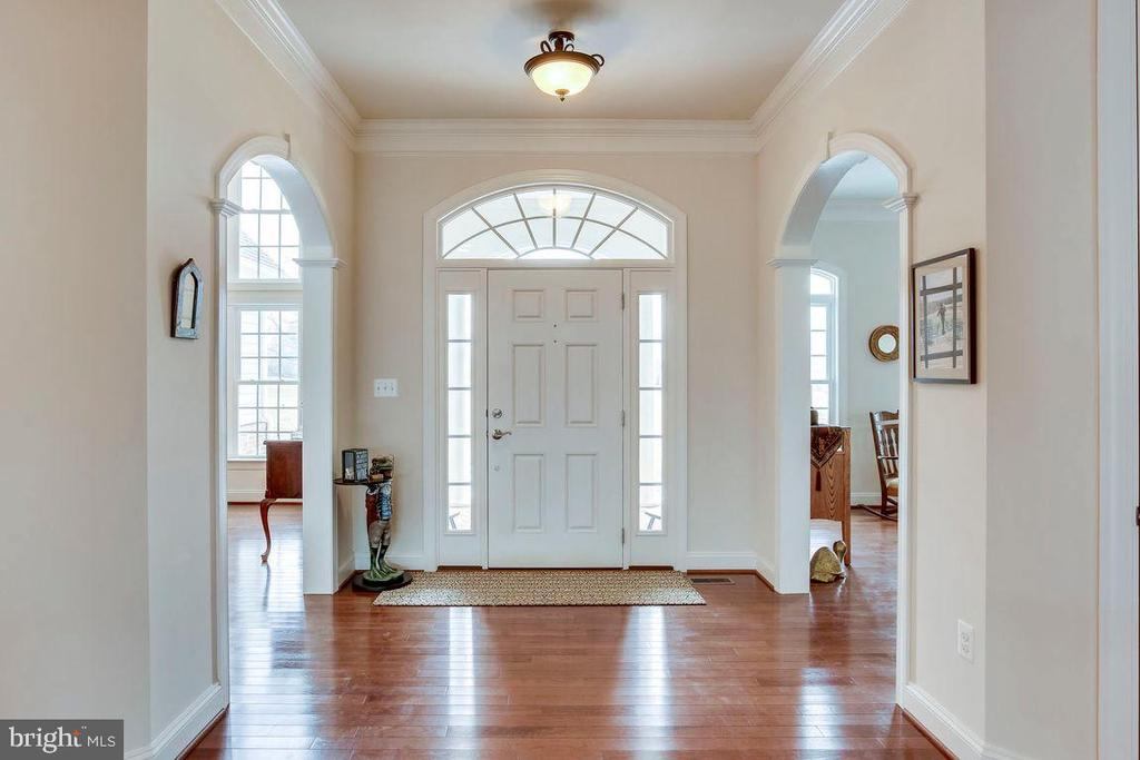 Beautiful Foyer - Hardwoods - 21562 GREENGARDEN RD, UPPERVILLE