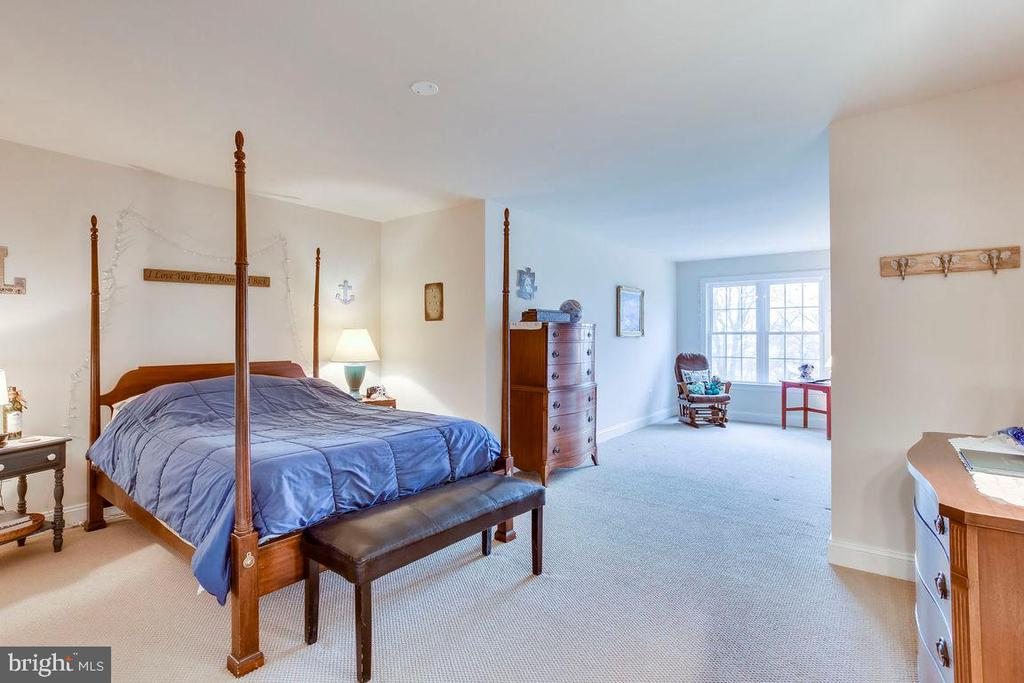 Bedroom 4th with Sitting Room in Loft - 21562 GREENGARDEN RD, UPPERVILLE