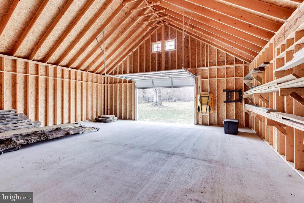 Extra Large Outdoor Equipment Building - 21562 GREENGARDEN RD, UPPERVILLE