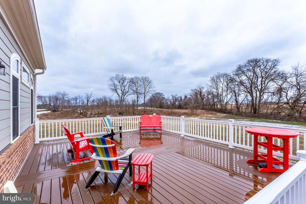 Extra Large Deck for Outdoor Living - 21562 GREENGARDEN RD, UPPERVILLE