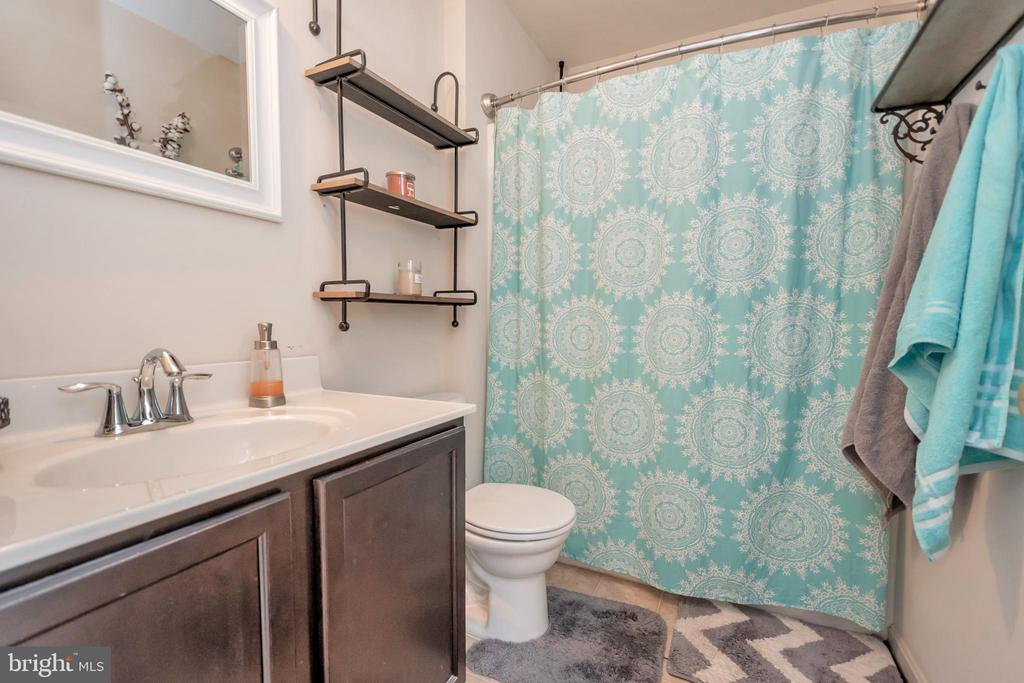 Master Bath w/tub and shower - 2345 SILVER FOX WAY, LOCUST GROVE