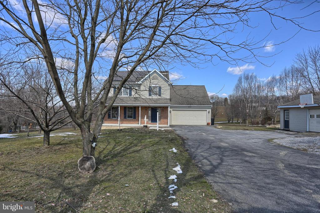 860  NEWPORT ROAD, Manheim in LANCASTER County, PA 17545 Home for Sale