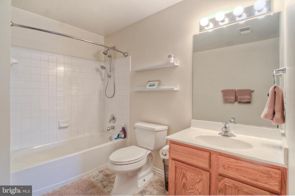 Upper Level Full Bath - 38 RIPLEY RD, STAFFORD