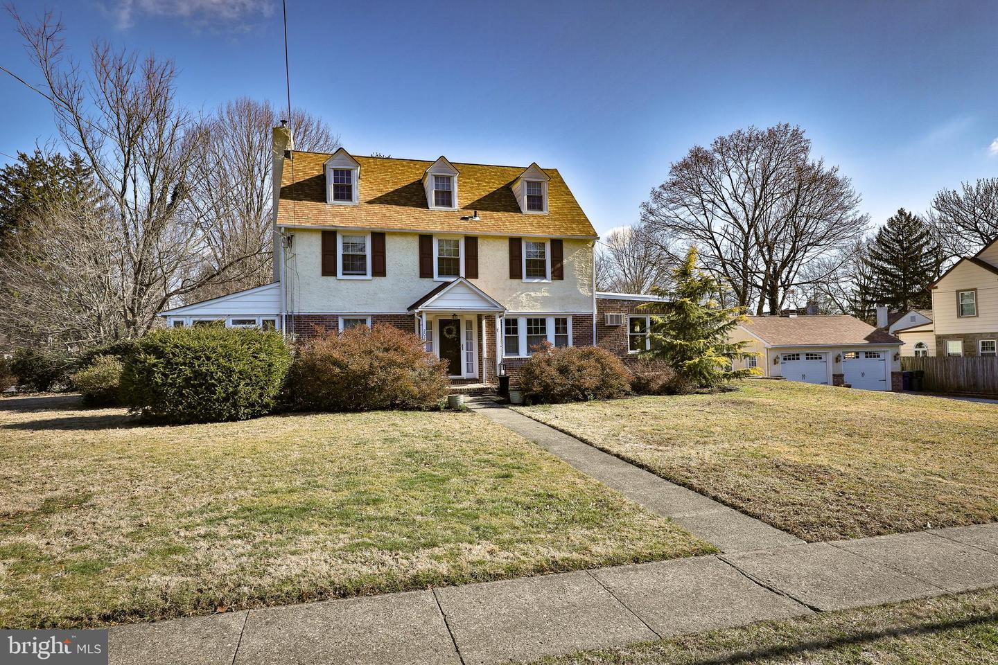 Photo of home for sale at 2021 Woodland Road, Abington PA