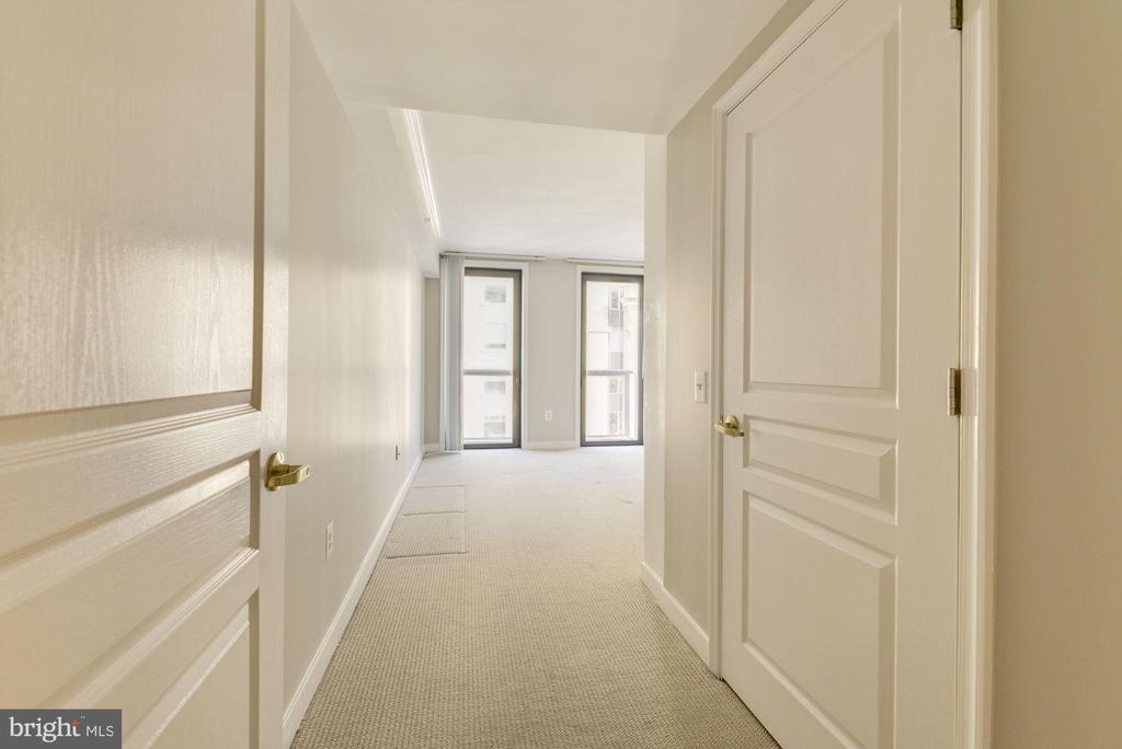 Large primary suite with walk-in closet - 616 E ST NW #822, WASHINGTON