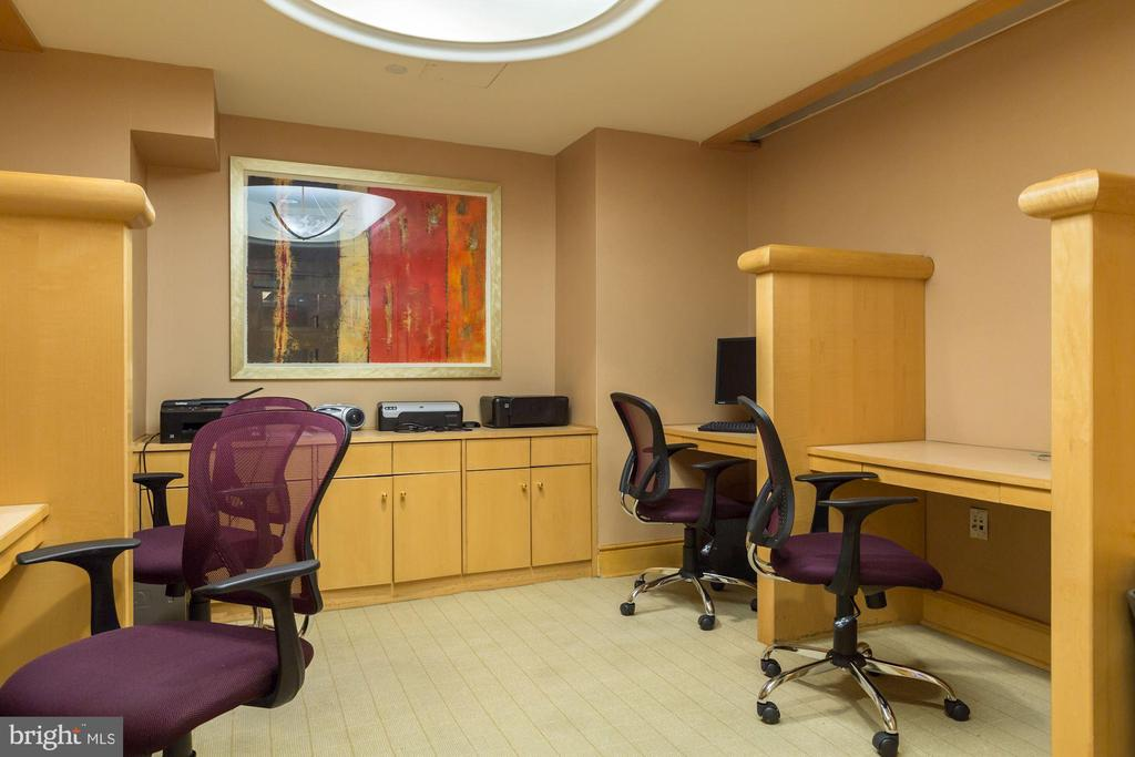 Common office suite. - 616 E ST NW #822, WASHINGTON