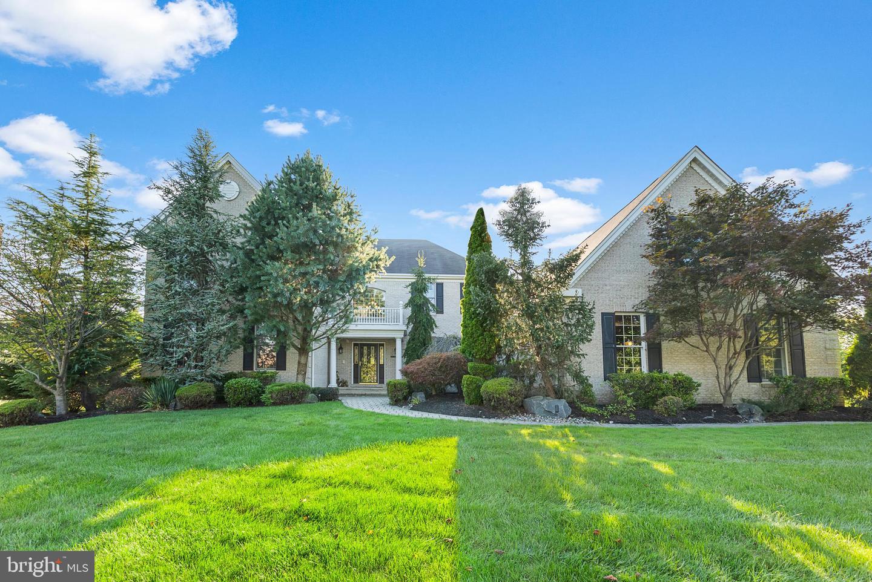 Enfamiljshus för Försäljning vid 4 STONE MEADOW Court Plainsboro, New Jersey 08536 Förenta staternaI/Runt: Plainsboro Township
