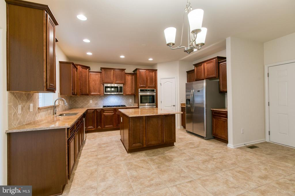 Inviting Kitchen - 231 MOUNT HOPE CHURCH RD, STAFFORD