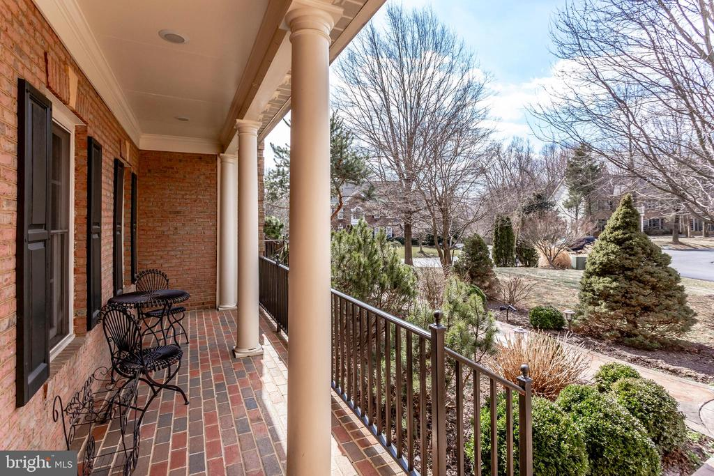 Covered brick porch - 11580 CEDAR CHASE RD, HERNDON