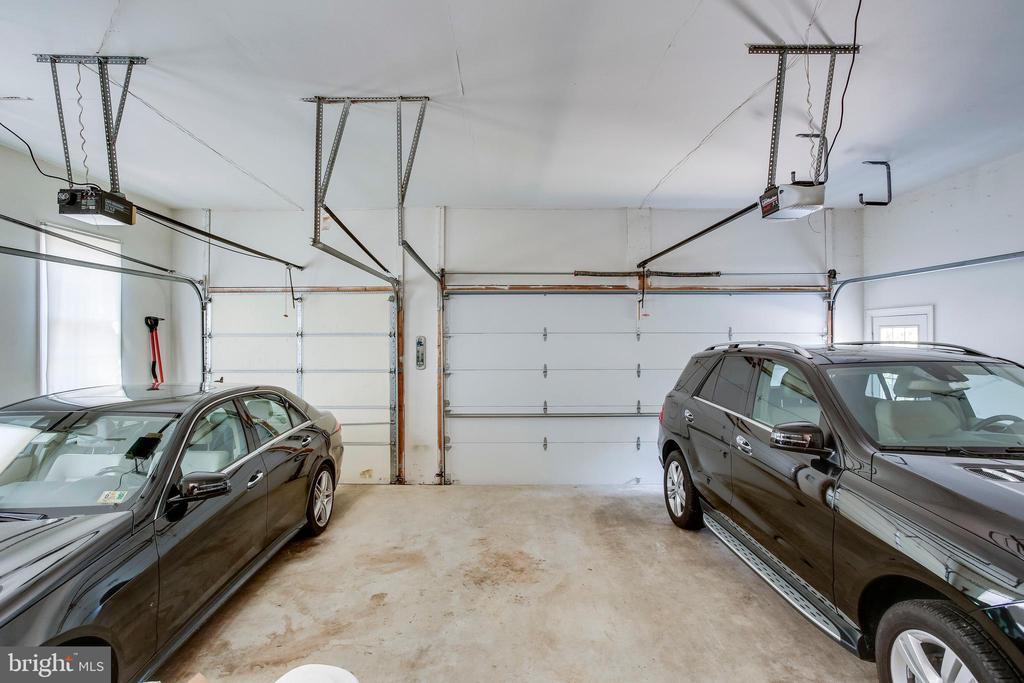3-car garage - 11580 CEDAR CHASE RD, HERNDON