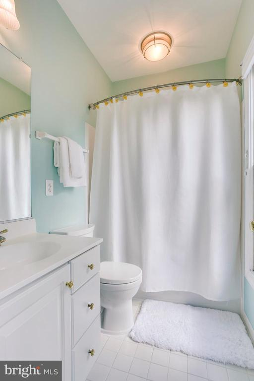 Full bath in Bedroom 1 - 11580 CEDAR CHASE RD, HERNDON