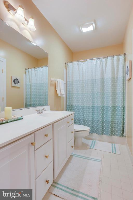 Lower Level full bath - 11580 CEDAR CHASE RD, HERNDON