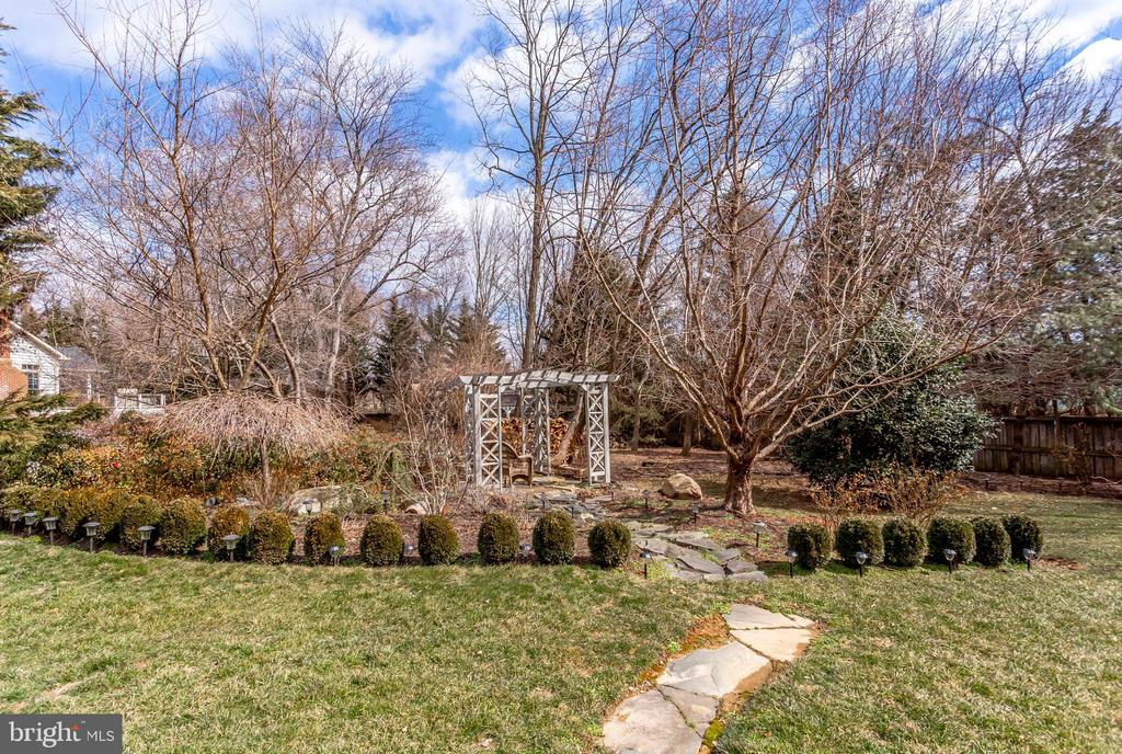 Stone path to separate pergola seating area - 11580 CEDAR CHASE RD, HERNDON
