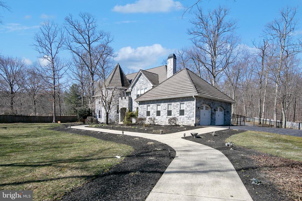 WALK WAY FROM GUEST PARKING LOT - 13450 REED RD, THURMONT