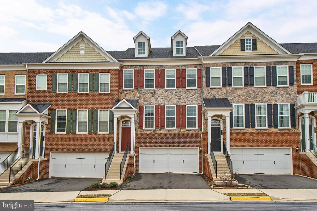 Beautiful town home with 2 car garage - 20639 ERSKINE TER, ASHBURN