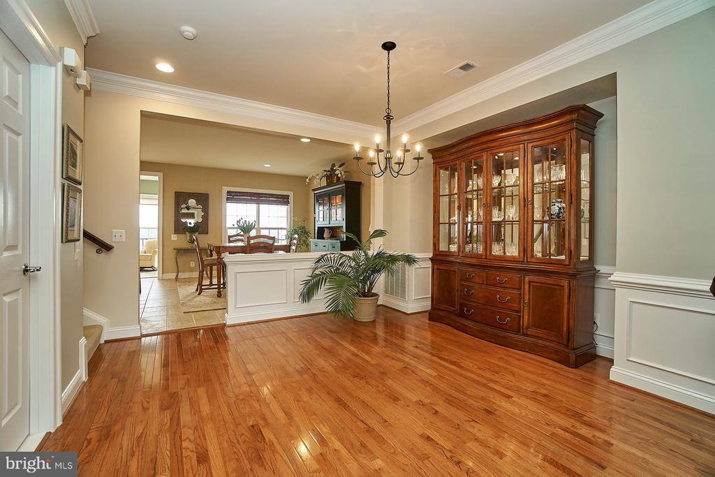 Dining room has hardwood flooring & upgraded trim - 20639 ERSKINE TER, ASHBURN