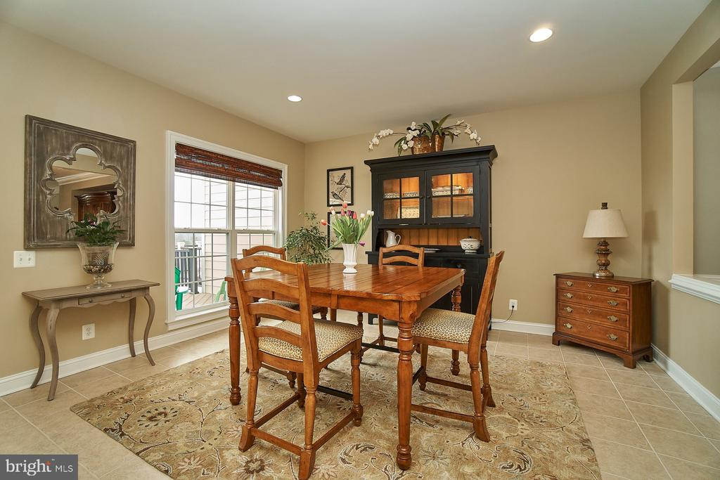 Large breakfast room with ceramic flooring - 20639 ERSKINE TER, ASHBURN