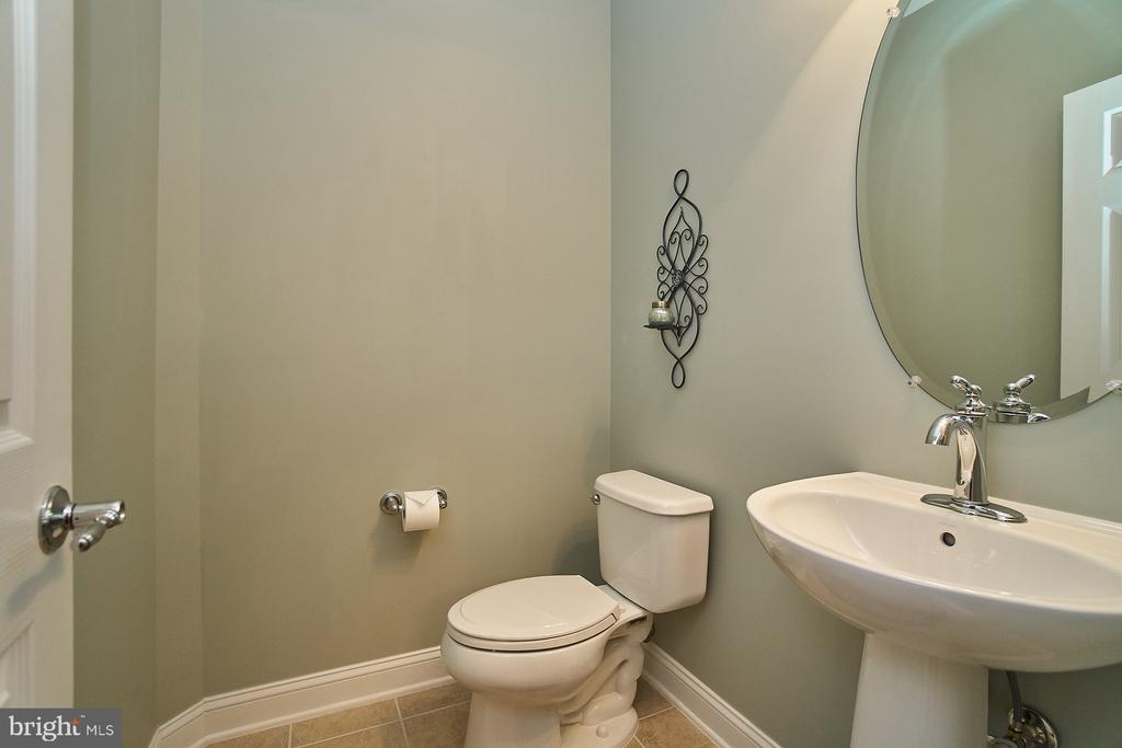 Main level powder room with ceramic flooring - 20639 ERSKINE TER, ASHBURN