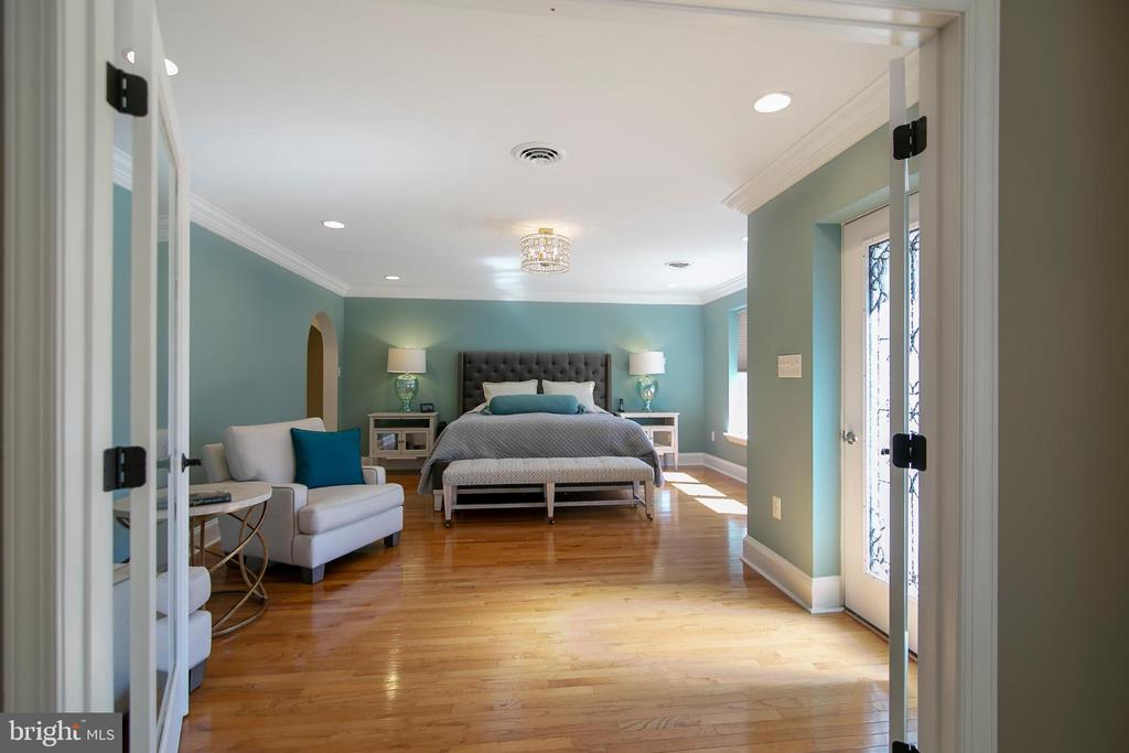 DOUBLE FRENCH DOORS INTO MASTER SUITE - 13450 REED RD, THURMONT